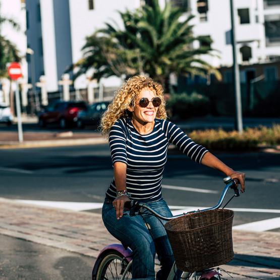Kobieta na rowerze, ilustracja do newsa